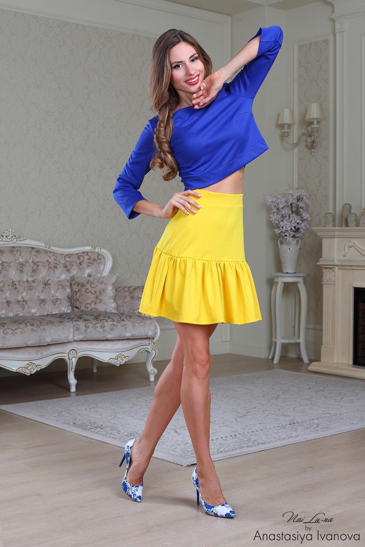 Фото девочки в желтых юбках 1 фотография
